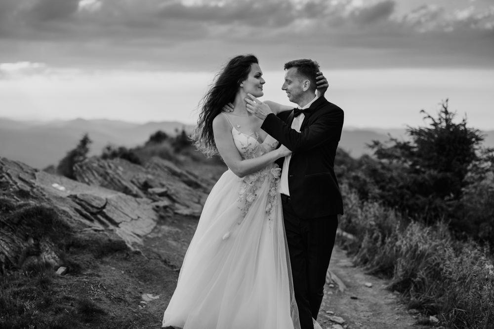 Sesja ślubna w burzowych Bieszczadach 28